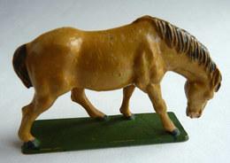 FIGURINE STARLUX  - ANIMAUX ANIMAL DE LA FERME - 1977 2542 CHEVAL TETE BAISSEE BEIGE Pas Clairet - Figurines