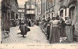 50 - Valognes - Le Marché - Valognes