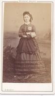 Photo Cdv  Infirmiére De La Croix Rouge Guerre De 1870 1871 Militaire  PEU COURANT  Photo Disderi - Photos