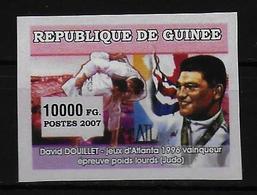 GUINEE  N° ( 2007 ) * * NON DENTELE Judo Douillet - Judo
