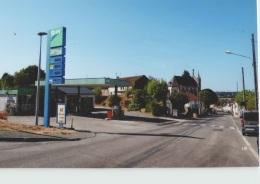 CPM 23 BOURGANEUF ... Entrée De La Ville, Le Relais Du Puy (Livenais SA100916) Station Service Elan - Bourganeuf