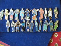 22 Pin's De Militaire Et De Gendarme - Army