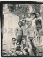 REAL PHOTO Ancienne Shirtless Muscular Guys And Bikini Girls On Beach Macs Et Filles Sur Plage  Old Orig - Photographs