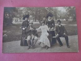Cpa Photo Elegantes & Elegants Dans Les Parcs A VICHY - Derville Photographe A Vichy - Vers 1920 - Commentry