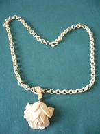 Bein-Kette Mit Geschnitzter Rose, älter (651) - Halsketten