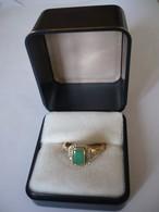 Vergoldeter Silberring Mit Grünem Smaragd Und Weissen Saphiren (655) - Ringe
