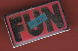 53839-pins. Fun Radio.. - Medias