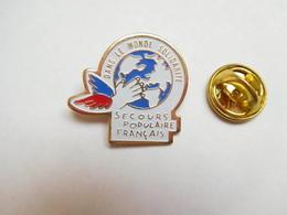 Beau Pin's  , Association , Secours Populaire Français , Dans Le Monde Solidaire - Associations
