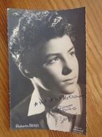 PHOTO AVEC DEDICACE DE ROBERTO BENZI (  STUDIO HOLLYWOOD ) - Autographes