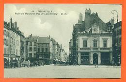 """CPA 57 Thionville """" Place Du Marché Et Rue De Luxembourg """" LJCP 62 - Editions Daniel Delboy - Thionville"""