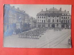Carte Photo Condé Défilé Militaire Sur La Grand'Place  / Valenciennes Oblitérée 1919 - Valenciennes