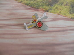 Pin's Lucky En Avion - - Pin-ups