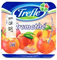 "Opercule Cover Yaourt Yogurt "" Trèfle "" Aromatisé Pêche Peach New Design Yoghurt Yoghourt Yahourt Yogourt French Script - Opercules De Lait"