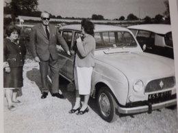 Photographie D'une Renault 4 L. - Cars