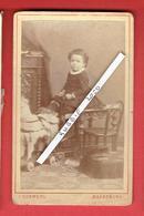 PHOTOGRAPHIE ENFANT AVEC JOUET CDV PHOTOGRAPHE JULIUS KOSMEHL A MAGDEBOURG - Personnes Anonymes