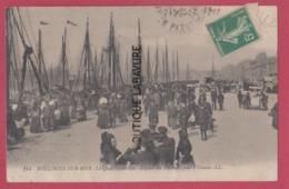 62 - BOULOGNE SUR MER---Le Quai Gambetta--Départ Des Pecheurs Pour L'Islande - Boulogne Sur Mer