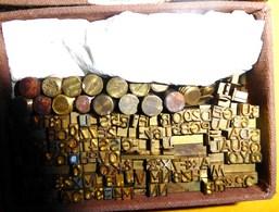 Lettres Et Chiffres En Bronze Pour Marquage à Chaud - Old Paper