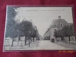 CPA - Richelieu - La Place Et La Grande Rue (côté Sud) - Frankreich