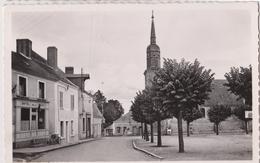 72 - Champagné (Sarthe) - Place De L'église Et Le Terrain De Basket-ball - Otros Municipios