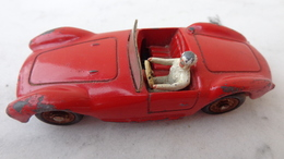 Voiture Dinky Toys ,Maserati En Bon état Avec Sa Couleur D'origine - Toy Memorabilia