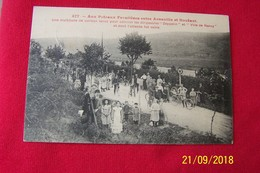 CARTE POSTALE ANCIENNE POTEAU FRONTIERE ARNAVILLE FOULE VENUE VOIR LES DIRIGEABLES - France