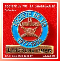 SUPER PIN'S SOCIETE De TIR : LA LANGRUNAISE De LANGRUNE Sur MER (14) En Bel émail Cloisonné Base Or, 2,5X2,5cm - Associations