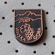 Vinska Gora  Coat Of Arms, Blason Slovenia Pin - Cities