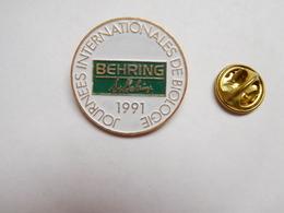 Beau Pin's , Médical , Journées Internationales De Biologie , Laboratoires Behring - Medical