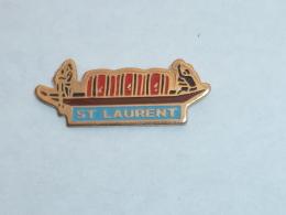 Pin's BATEAU PIROGUE, SAINT LAURENT DU MARONI - Boats