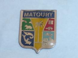 Pin's BLASON DE MATOURY, GUYANE - Cities