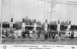 S494 - Cpa 03 Vichy -  Fête De Gymnastique -  Exercices D'Ensembleaux Anneaux - Vichy