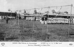 S503 - Cpa 03 Vichy -  Fête De Gymnastique -  Exercices D'ensemble à La Barre Fixe - Vichy
