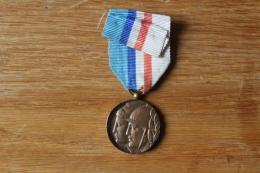 Medaille Sapeur Pompier  Seine Et Oise  Vers 1930 - Germany
