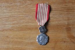 Medaille  Direction Générale Des Douanes  Honneur Et Devouement - France