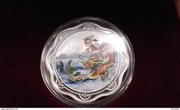 Médaille D'une Once D'argent. Année Du Dragon. Dans Son Coffret En Bois. Avec Couleur Et Hologramme - Tokens & Medals