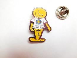 Beau Pin's , Association , Croix D'Or Française - Associations