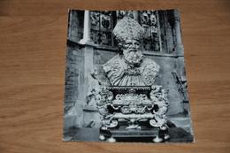 4387- Eglise Collegiale De Dinant, Buste Et Chasse De Saint Perpete - Kerken En Kloosters