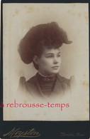 Photo Cabinet Vers 1880 -portrait  D'une Jeune Américaine Au Chapeau-mode-photo Moyston à Memphis Tennessee - Photos