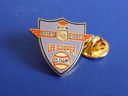 Pin's Baseball Base Ball - Lee Cooper Shirt Model Co Champ - Marque Habits Sponsor Balle (PS14) - Baseball