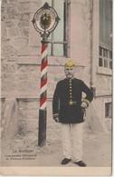 Gendarme Allemand Et Poteau Frontière - Aduana