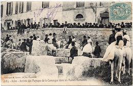 ARLES - Arrivée Des Paysans De La Camargue Dans Les Ruines Romaines  (1276 ASO) - Arles