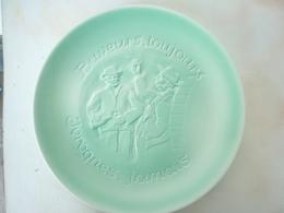 ASSIETTE NYON VERTE  BUVEURS TOUJOURS IVROGNES JAMAIS - Ceramics & Pottery