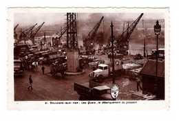 62 Boulogne Sur Mer Les Quais Debarquement Du Poisson Camion Camions Attelage Grue CPSM PF - Boulogne Sur Mer