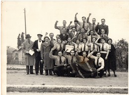 ISSY LES MOULINEAUX -GROUPE DE JEUNES GENS DES JEUNESSES SOCIALISTES CERTAINS EN UNIFORME  ANNEE 1940 ENVIRON - Lieux