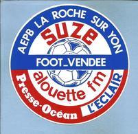 La Roche-sur-Yon (85) AEPB Suze Foot-Vendée Alouette FM Presse-Océan L'Eclair 2 Scans Football 1985 - Autocollants