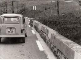 4L Renault  Dans L'Ariège  Photo - Voitures De Tourisme