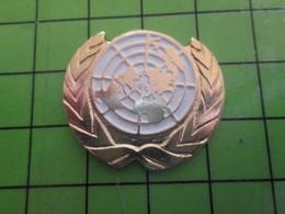 1018B Pin's Pins / Rare Et De Belle Qualité / THEME ASSOCIATIONS : OAYS BAVARDS ET IMPUISSANTS L'ONU - Associations