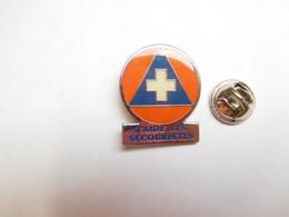 Beau Pin's , Médical , J'aide Les Secouristes - Medical
