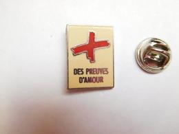 Beau Pin's , Médical , Croix Rouge , Des Preuves D'amour , En Zamac - Medical