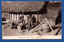 Madagascar / Région Tanala / Pileuse De Riz - Madagascar